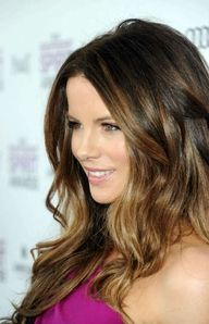 Ombre Hairstyle: Enliven your hair with subtle highlights at the ends. Kate Beckinsale lightens her glossy chocolate locks and adds a glamorous wave. When my hair grows back out Love Hair, Great Hair, Gorgeous Hair, Dead Gorgeous, Beautiful Boys, Kate Beckinsale Hair, Coiffure Hair, Hair Color And Cut, Hair Colour