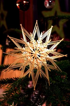 Christmas Tree Ornaments, Christmas Decorations, Christmas Crafts For Adults, 3d Star, Light Art, Advent, Origami, Weaving, Stars