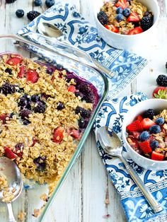 Triple Berry Baked Oatmeal--a healthy breakfast recipe from Happy Healthy Mama. It's so easy to mix this together the night before for a great breakfast. The Oatmeal, Baked Oatmeal, Oatmeal Cups, Oatmeal Toppings, Oatmeal Recipes, Whole Food Recipes, Cooking Recipes, Healthy Recipes, Healthy Food