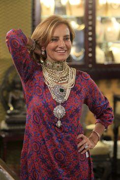 Leuchtendes Beispiel: Lucia Silvestri trägt selbst gern üppige Juwelen und immer auch einen sogenannten Sternsaphir als Talisman bei sich, der ihr Mut, Kraft und Halt gibt