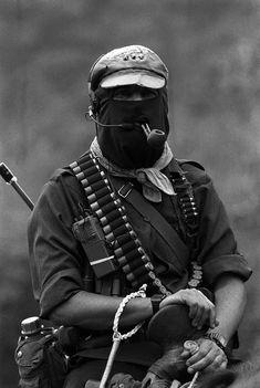 Generaciones armadas: 20 fotos representativas de los 20 años del movimiento zapatista   VICE México