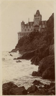 The Cliff House on the rocky cliffs above what is now Ocean Beach in San Francisco. Cliff House San Francisco, Beautiful World, Beautiful Places, Amazing Places, Villa, France, Vintage Photographs, Vintage Photos, Abandoned Places