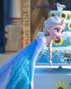 Queen Elsa in Frozen Fever ❄️