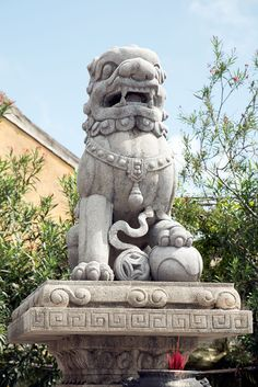 The lion statue in the court of Fujian guild hall of Hoi An city.