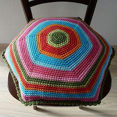 Tutorial gehaakt kussen - zeshoek. Dutch tutorial for a hexagon cushion.
