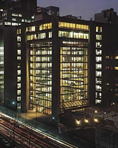 Kevin Roche and John Dinkeloo, Ford Foundation Headquarters, New York City… Tower Building, Building Structure, City Buildings, Modern Buildings, Architecture Details, Modern Architecture, Ford Foundation, Ludwig Mies Van Der Rohe, Brutalist