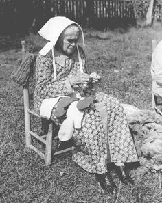 A mountain woman knitting, dressed in traditional clothing with bonnet, near Spencer, Tennessee. 9/2/1939