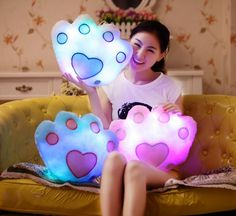 Features: Colorful LED + play music (to be connected to the phone / tablet and other players) Padding: pp cotton Size: 32cm x 40cm Color: pink, yellow, purple, white, blue, Beat it can shine
