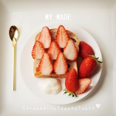 おはようございます、今日のレシピはいちごトーストです♪Hope u like this menu~ it's so easy , simply but very delicious , Always  TGIF  IG:@songsweetsong @sweetenupcafe Line:sweetenupcafe