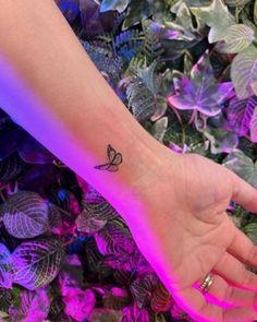 Dainty Tattoos, Dope Tattoos, Pretty Tattoos, Mini Tattoos, Body Art Tattoos, Tatoos, Tattoos Skull, Tattoo Ink, Cute Little Tattoos