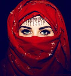 See here the Awesome ideas of Awesome Hijab Niqab Eyes! Hijab Niqab Ideas with eye are most beauty ever see it, it like ghost, i don't understand why Europe Niqab Eyes, Hijab Niqab, Muslim Girls, Muslim Women, Beautiful Hijab, Beautiful Eyes, Stunningly Beautiful, Arabian Eyes, Rhassoul