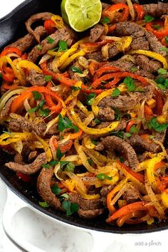 Steak Fajitas Recipe - Steak fajitas make a quick and easy meal perfect for weeknight suppers or weekend celebrations! Made with beef, peppers, onions and served with a stack of warm tortillas and condiments. Best Steak Fajitas, Steak Fajita Marinade, Healthy Weeknight Meals, Easy Meals, Best Fajita Recipe, Leftover Steak Fajita Recipe, Recipe For Fajitas, Homemade Fajitas, Chicken Fajita Rezept