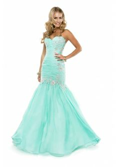 in love with this fitted prom dress