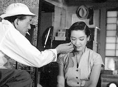 setsuko hara 原 節子 on set   Setsuko Hara 原 節子 and Yasujiro Ozu 小津 安二郎 on the set of Tokyo Story (東京物語) (1953)