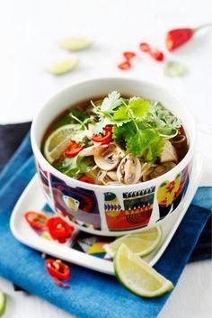 Vietnamilainen nuudelikeitto // Spicy Noodle & Veggie Soup  Food & Style Elina Jyväs Photo Joonas Vuorinen Maku 6/2014, www.maku.fi