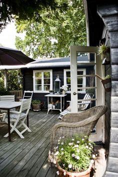 Donker huis witte kozijnen outside Garden terrace living Area unique idea Wood Little House for vacancies Dream