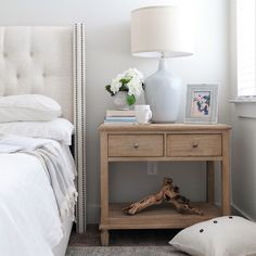 Ever wonder how designers make a bedside table look so good? Here are some of my favorite tips and tricks for a functional, approachable and beautiful nightstand. Cheap Bedroom Decor, Cheap Home Decor, Bedroom Ideas, Bedroom Inspo, Bedroom Retreat, Bedroom Inspiration, Home Decor Signs, Retro Home Decor, Ikea
