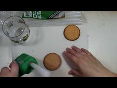 Cómo hacer moldes con silicona caliente ₪ estermanualidades ₪ - YouTube