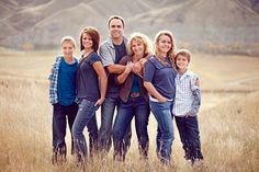 Photography ideas family older kids children 63 ideas for 2019 Fall Family Picture Outfits, Big Family Photos, Extended Family Photos, Large Family Poses, Outdoor Family Photos, Fall Family Pictures, Family Picture Poses, Family Photo Sessions, Blended Family Pictures