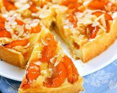 Desserts: Slice of fresh baked apricot and almond pie dessert Desserts With Biscuits, Köstliche Desserts, Delicious Desserts, Sweet Recipes, Cake Recipes, Dessert Recipes, Gateau Cake, Pasta Sauce, Sweet Tarts