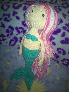 Una sirena, versión de Wilmar Davila, en Pinterest. Dream Catcher, Dinosaur Stuffed Animal, Toys, Crochet, Animals, Home Decor, Mermaids, Street, Patterns