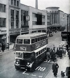 Eastville bound bus - service 2 - KHW 245 (nice bit of parking) Uk History, Local History, British History, Bristol England, Bristol City, Hill Station, Street Photo, Big Trucks, Old Photos