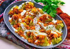 Mantu- Afghanska dumplings serverade med tomat- och yoghurtsås