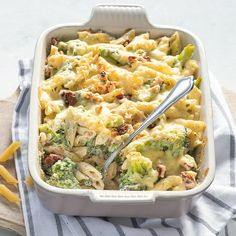 Pastaschotel met broccoli en kruidenroomkaas Pasta Recipes, New Recipes, Vegetarian Recipes, Healthy Recipes, Pasta Met Broccoli, Party Punch Recipes, Good Food, Yummy Food, Macaroni And Cheese