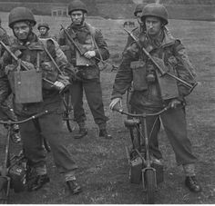 Image British Army Uniform, British Uniforms, British Soldier, Military Units, Military History, Scooters, Operation Market Garden, Red Berets, Parachute Regiment