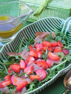 Ensalada de rúcula, salmón y fresas con vinagreta de mostaza | CocotteMinute