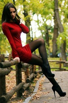 Place of sexy nylon and Hot girls. Sexy Outfits, Sexy Dresses, Great Legs, Beautiful Legs, Beautiful Women, Perfect Legs, Portrait Girl, Poses Modelo, Talons Sexy