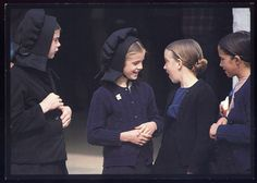 amish girls...wonder how these pics were taken...amish do not let pics be taken