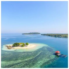 Throwback picture of my weekend holiday with @lombokvacation. This is Gili Kedis, a small beautiful island that is part of the West Lombok Gilis. It is 10 minutes by boat from Gili Sudak (check 2 picture before this).Do come early (8-10 am) to get the feeling that this island is yours!   Hope you have a great and productive day :) I am so happy to be back in Yogyakarta for several days ❤ #Lombok #Island #TinyIsland #Beach #Ocean #Sea #Travel #WestLombok #Indonesia  Picture by @gilangtamma