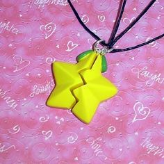 Been wanting too badly, and it's just so cute! Kingdom Hearts Paopu fruit necklace <3