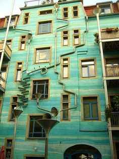 conveying rainwater. kunsthofpassage, dresden.