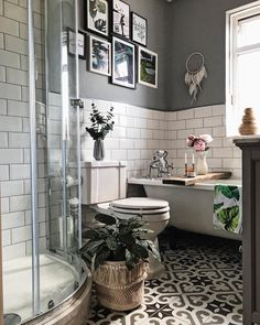 Metro tiles grey walls gallery wall roll top bath patterned tiles peonies a Metro Fliesen graue Wände Galerie Wand Roll-Top Bad gemusterte Fliesen Pfingstrosen a Boho Bathroom, Bathroom Trends, Bathroom Floor Tiles, Bathroom Design Small, Bathroom Wall Decor, Simple Bathroom, Bathroom Interior Design, Modern Bathroom, Bathroom Designs
