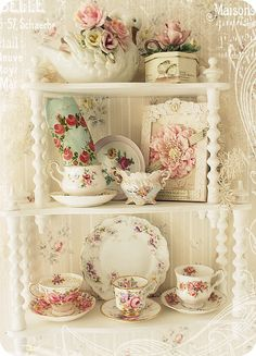I would like the shelf in a dark wood though..but very nice arrangement.