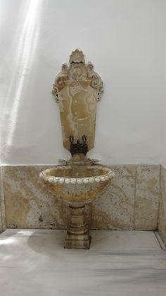 Onyx Fountain Hammam Dolmabahce Palace_Istanbul