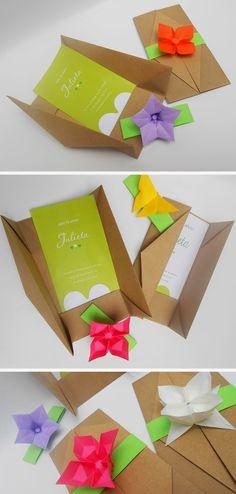 origami - sobres plegados en papel madera con detalle de flores para cerrar
