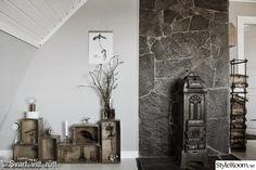 trälådor,lådor som hylla,hylla,kamin,stenvägg