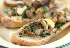 Crostones de gruyere: Ideales para preparar unas bruschettas o para acompañar una picada. La receta de Juliana López May: http://elgour.me/18DxrAl #elgourmet #Recetas
