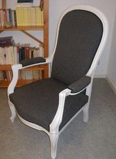paire de fauteuils fran ais art d co tendance moderniste et cubiste recouverts de cuir blanc. Black Bedroom Furniture Sets. Home Design Ideas