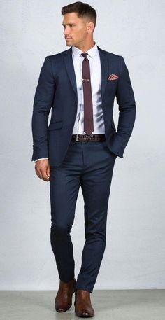Blue Suit: 20 Photos of Inspiration – Men's Fashion & Co. Mode Masculine, Terno Slim Fit, Blue Suit Men, Blue Suits, Dark Blue Suit, Navy Suit Brown Shoes, Navy Blue Suit Outfit, Mode Costume, Moda Blog