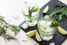 These non-alcoholic cocktails are perfect for gin and tonic fans! - Non-alcoholic cocktails: The best recipes for non-alcoholic cocktails - Non Alcoholic Cocktails, Cocktail Drinks, Cocktail Recipes, Gin Tonic, Healthy Foods To Eat, Healthy Drinks, Healthy Recipes, Spring Cocktails, Mexican Food Recipes