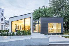 Flachdachbungalow Modern flachdachbungalow mit großen glasflächen voll verglaste gartenseite