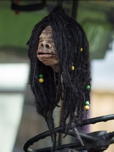 Shrunken heads and wizard money: More Harry Potter Diagon Alley details emerge - Orlando Business Journal Harry Potter Crochet, Harry Potter Diy, Harry Potter World, Voodoo, Shrunken Head Tattoo, Halloween Photos, Halloween Makeup, Harry Potter Diagon Alley, Harry Potter Halloween