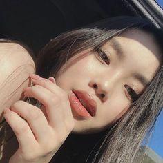 cute girl ulzzang 얼짱 hot fit pretty kawaii adorable beautiful korean japanese asian soft grunge aesthetic 女 女の子 g e o r g i a n a : 人 Pretty Korean Girls, Cute Korean Girl, Pretty Asian, Asian Girl, Ulzzang Girl Selca, Mode Ulzzang, Ulzzang Korean Girl, No Make Up Make Up Look, Japonese Girl