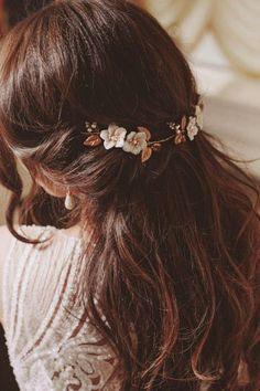 Floral bridal headpiece, wedding floral hairpiece, boho bridal hairpiece, gold bridal headband There are different rumors about the real history … Bridal Hair Vine, Bridal Hairpiece, Wedding Headband, Bridal Updo, Fall Red Hair, Coiffure Hair, Red Wigs, Red Hair Color, Aesthetic Hair