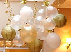 We love this New Year's party decoration idea - hanging paper lanterns and balloons in white and gold Nye Party, Festa Party, Gold Party, Party Time, Gatsby Party, Paper Lantern Making, Paper Lanterns, New Years Eve Dinner, New Years Party