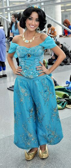 Beautiful Disney Princess Jasmine Cosplay FINALLY one that doesn't show all the midriff. so pretty :)